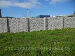 Бетонный забор с глянцевой поверхностью