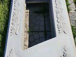 Цветник на могилу с орнаметом ( розы )