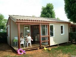 Дачный дом-бытовка с террасой