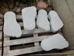 Декоративные стопы великана из бетона