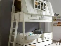 Деревянная кровать-домик