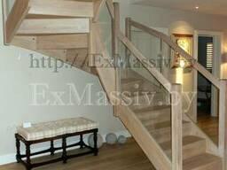 Деревянная лестница со стеклом