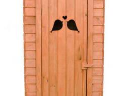 """Деревянный туалет c окном """"Скворцы"""""""