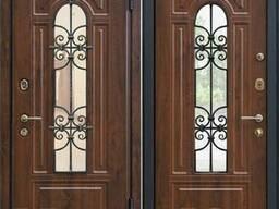 Дверь входная со стеклопакетом.