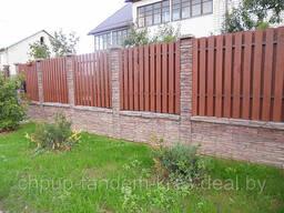 Двухсторонний бетонный забор комбинированный с деревом