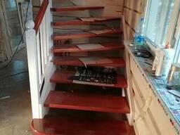 Изготовление лестницы, монтаж окон, дверей