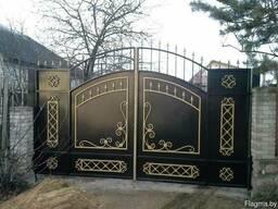 Кованые металлические распашные ворота