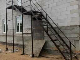 Лестница металлическая наружная