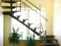 Лестница на металлическом основании