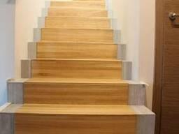 Отделка бетонных лестниц массивом дерева
