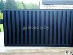 Откатные ворота из металлического штакетника.