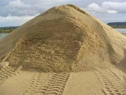Песок мытый для стяжки с доставкой самосваломи 10 20тонн