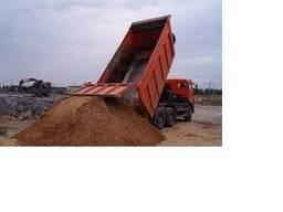 Песок с доставкой самосвалом.