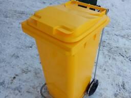 Пластиковый мусорный контейнер с педальным приводом