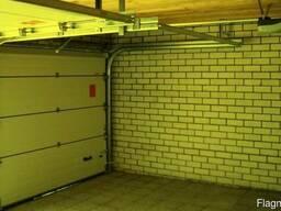 Подъемные гаражные ворота из металлических панелей - фото 2