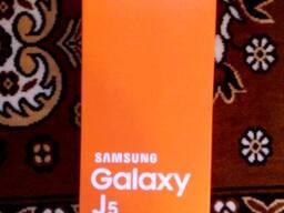 Samsung Galaxy J5, 2017, с трещиной полностью рабочий.