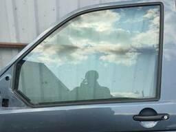 Стекло двери передней левой Volkswagen Transporter T5