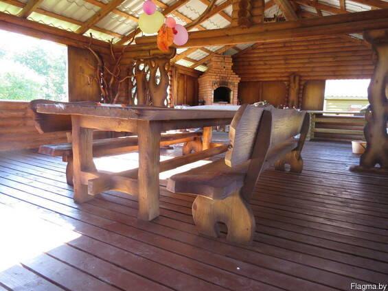 Стол , скамейка деревянные.