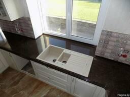 Столешница и подоконник из камня на кухню