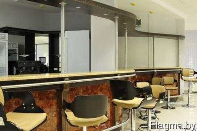 Столы, стулья и прочая мебель для офисов, кафе и ресторанов
