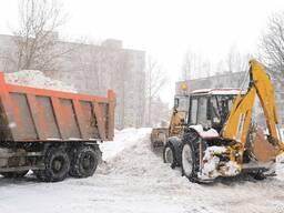 Уборка и вывоз снега. Вручную и тракторами.