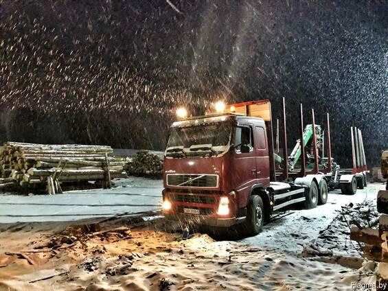 Услуги лесовоза с манипулятором Volvo. ( площадка 40-43 м3)