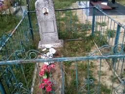 Установка памятников, благоустройство мест захоронений.