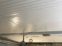 Установка подвесного реечного потолка