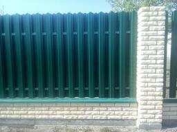 Заборы из металлопрофиля